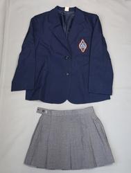 日本の学校の制服(香蘭女学院)